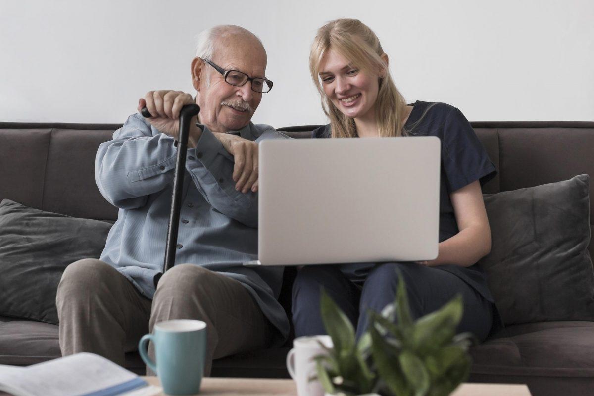 Engage-toi auprès des aînés avec le service civique Solidarité Seniors !